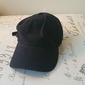 UO Black Ballcap (OS) (NWT)